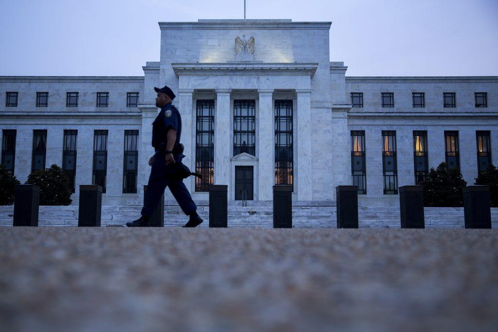 Tại sao Fed tăng lãi suất mà ảnh hưởng đến đồng đô la Mỹ?